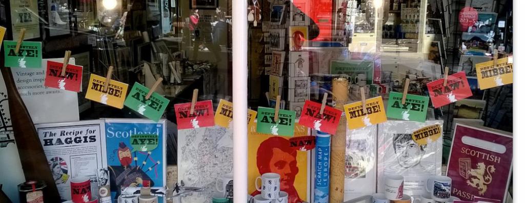 Indyref shop display on Cockburn St, Edinburgh, 2014. Courtesy Scottish Political Archive - http://www.scottishpoliticalarchive.org.uk/